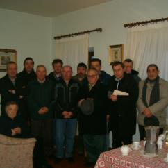 31 12 2005 I Cantori fanno visita al parroco, don Renzo, per il tradizionale 'Gjesù cjamìn'.